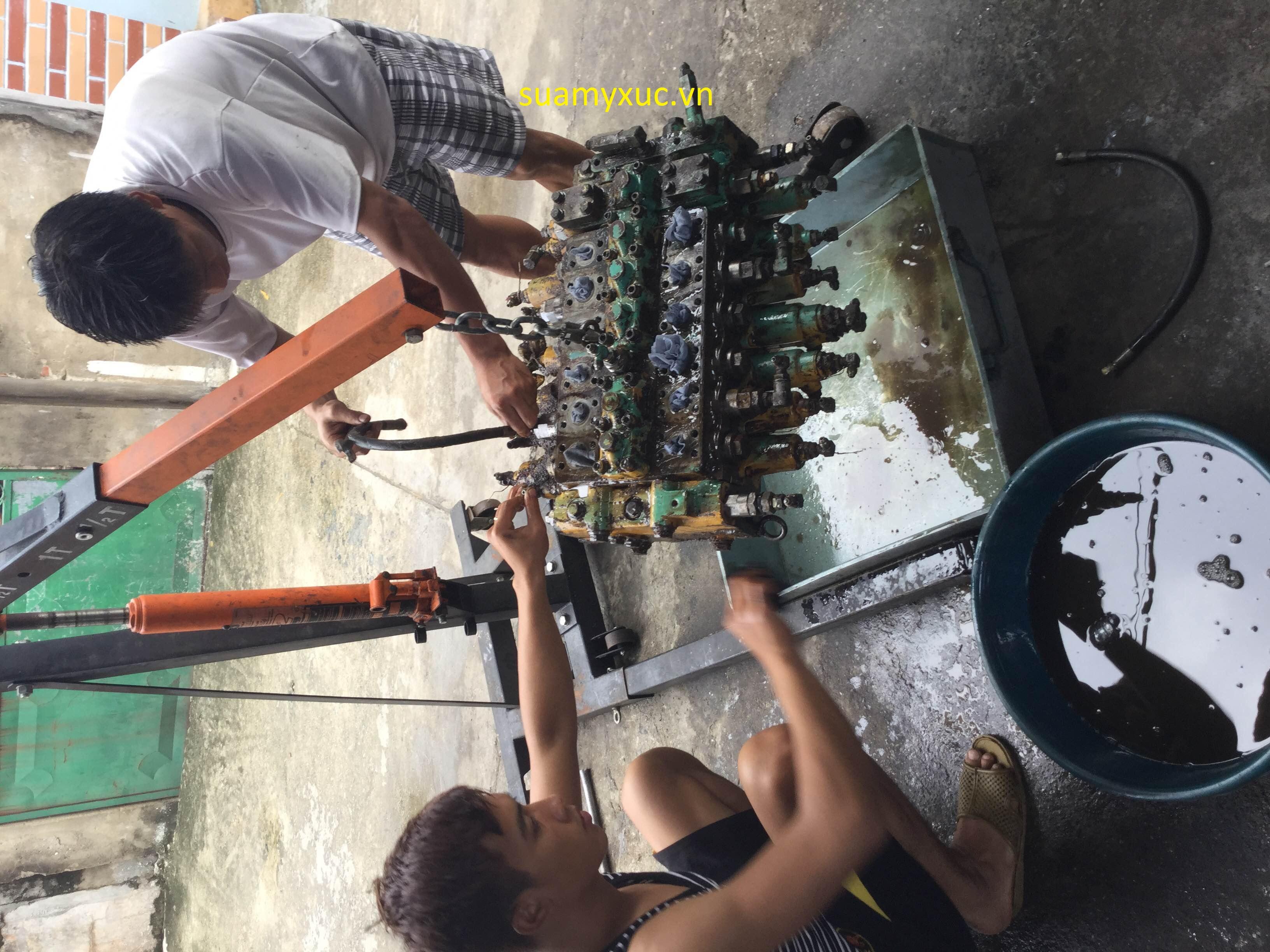 Xưởng sửa máy xúc Hà Nội