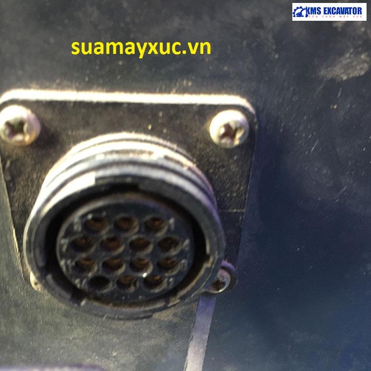 Cổng kết nối trên máy xúc Doosan