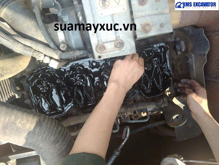 Lắp đặt kim phun điện tử máy xúc komatsu Hybrid