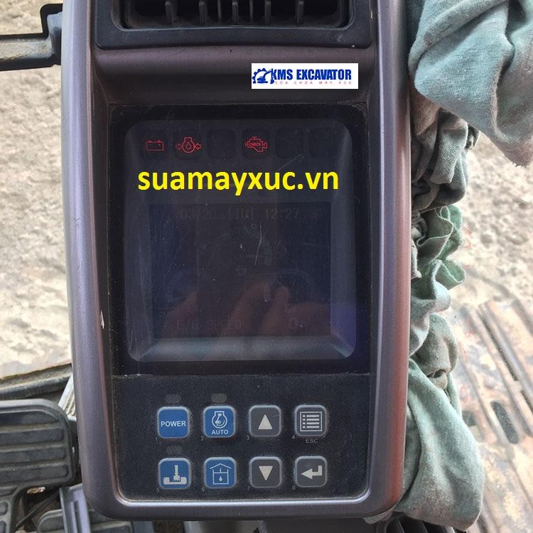 Màn hình máy xúc Doosan DX200 báo lỗi động cơ