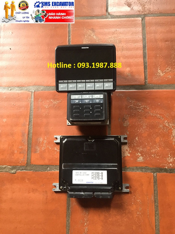 Màn hình và Hộp đen máy xúc komatsu PC200-8 thái