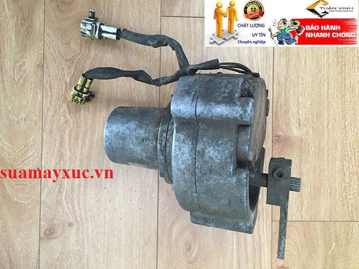 Mô tơ ga điện máy xúc Kobelco SK200-1